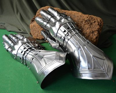 Battle-ready gauntlets & mittens