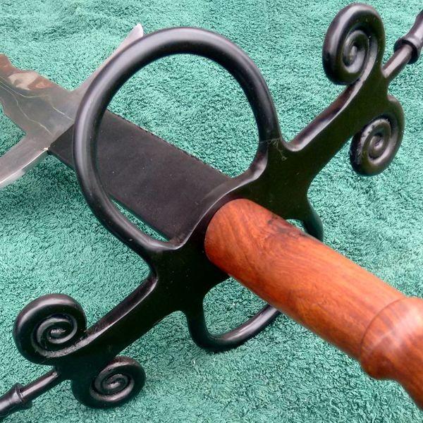Flamberge avec poignée en bois