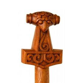 Palo de madera con el martillo de Thor