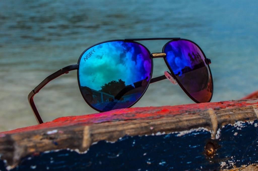NGRY Dean | Black Frame, Blueish Black lenses