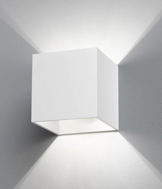 B lighted Wandlamp Cubiq