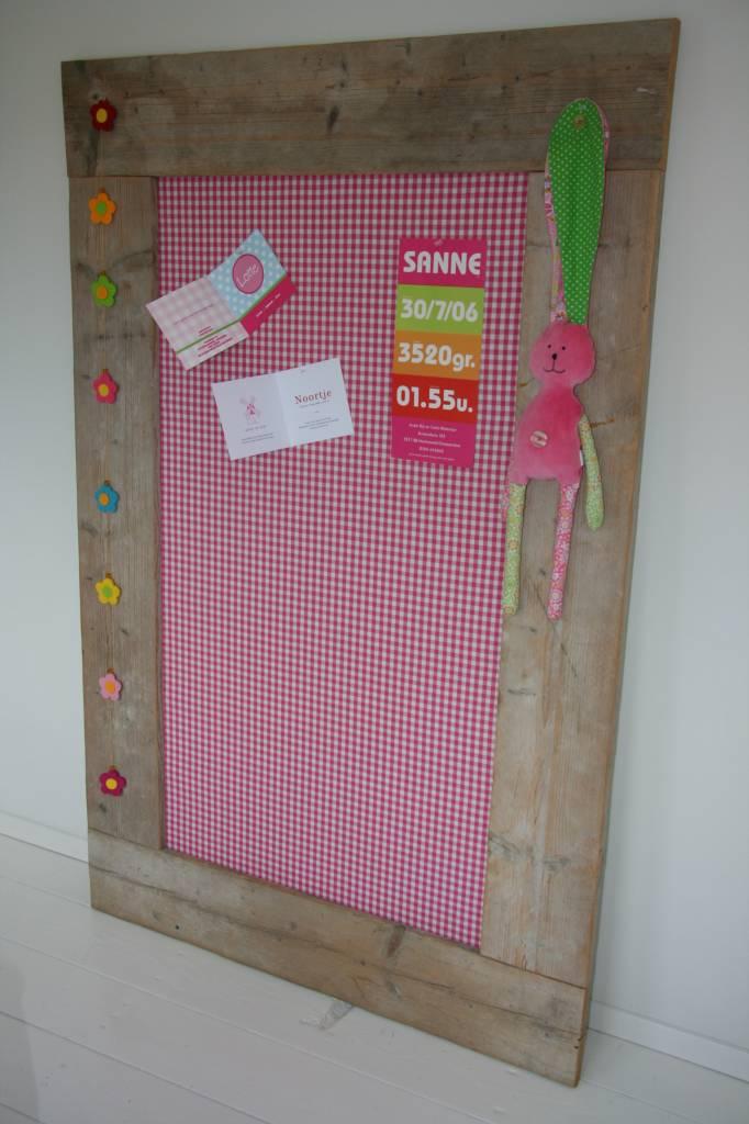 Prikbord steigerhout extra groot (XL) 105x165cm, roze