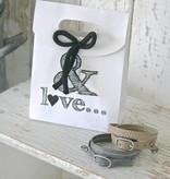 Klein kadotasje karton wit met opdruk '& Love'