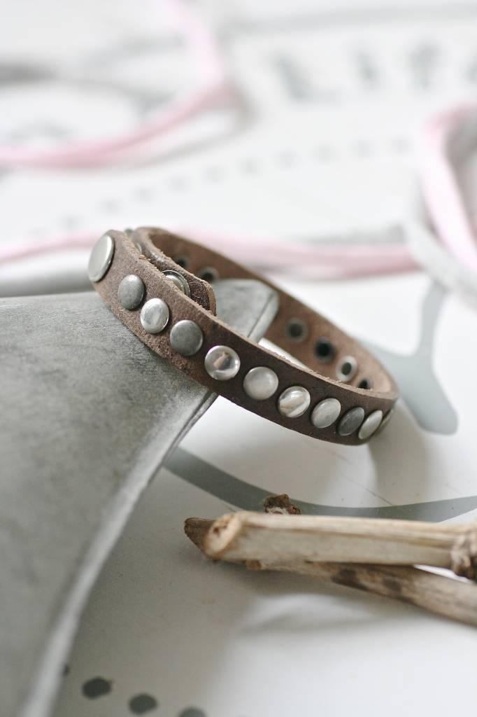 Enkele leren Armband met studs, bruin