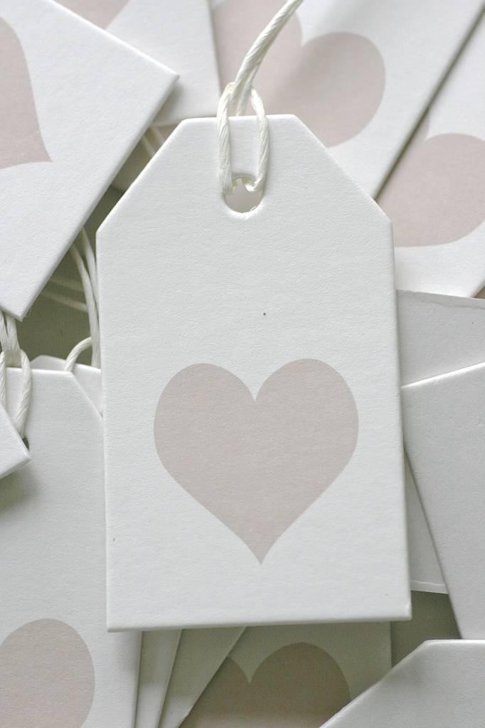 Label karton 4x7cm wit met hartje lichtbruin