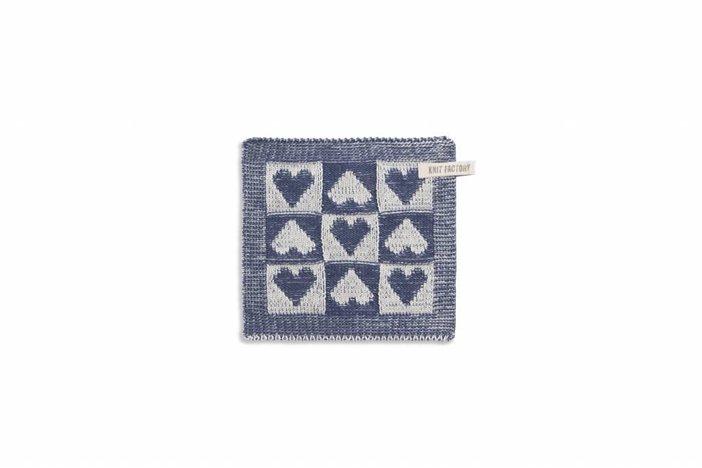 Knit Factory Gebreide pannenlap 'klein hartje' ercu/jeans 23x23cm