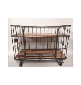metalen trolley op wielen