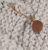 Zusss Stoer gebreid woonplaid 140x170cm, ijsgrijs