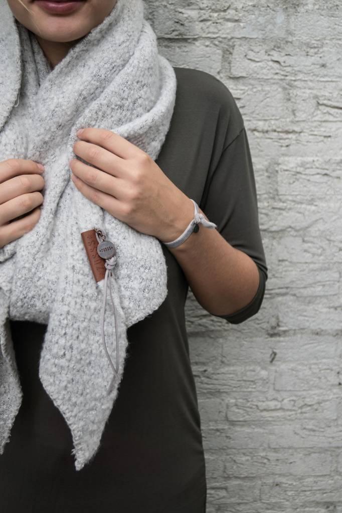Zusss sjaal met punten 50x250cm, ijsgrijs