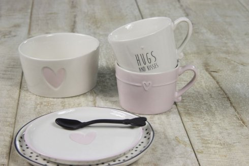 Bastion Collections Mug White/Rose text hugs and kisses in Black