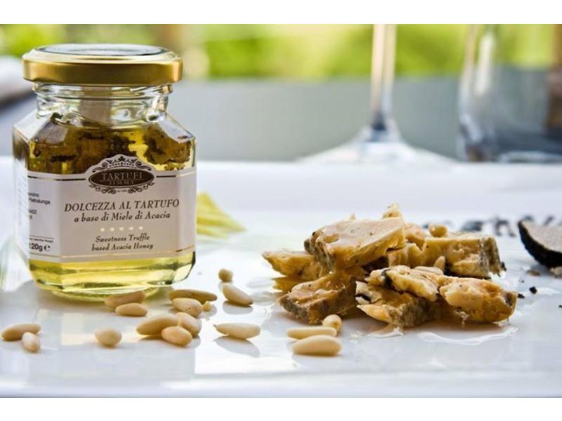 Acaciahoning uit Italië met stukjes truffel, ambachtelijk bereid
