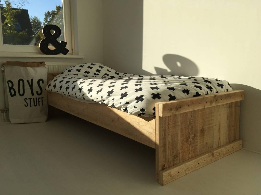 Stoer persoons bed van steigerhout hip met hout