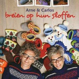 Forte Uitgeverij Arne en Carlos breien op hun sloffen