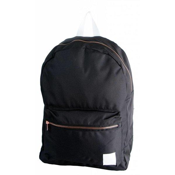 stoere zwarte backpack met bronzen details