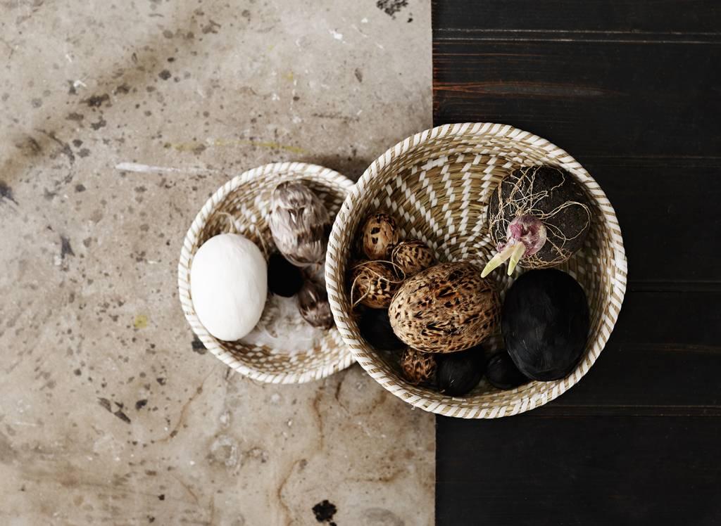 madam stoltz deo eier mit federn wohnbeiwerk. Black Bedroom Furniture Sets. Home Design Ideas
