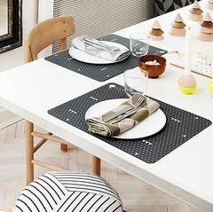 Tischsets und Servietten