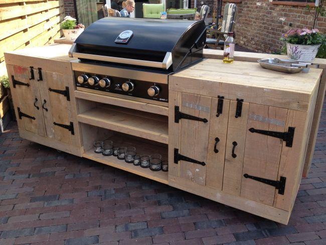 ... van steigerhout, afgewerkt met SmeedijzerenBeslag.nl producten