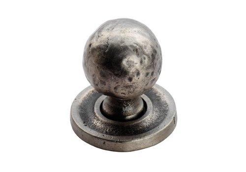 Fingertip Designs Gehamerde kastknop 32mm op rozet - Pewter