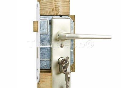 Eindplank voor ijzeren deurframe