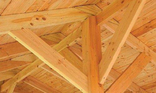 Scheuren in douglas hout en eikenhout zijn normaal