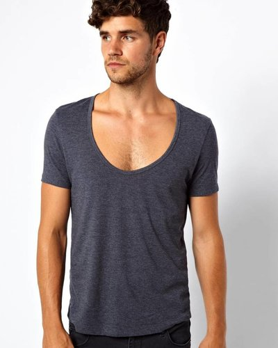 T-shirt with deep collar