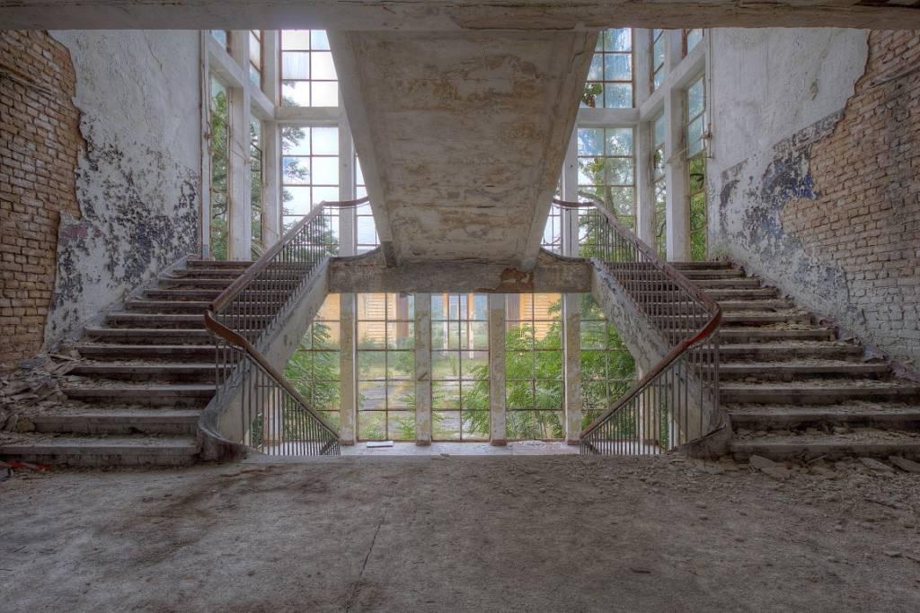 Scratch Photography - Foto's op geborsteld aluminium - diverse afmetingen Decay stairs - foto op aluminium