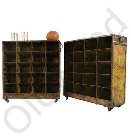 (Verkocht) Industriële schoenenkast/ Vintage wijnkast