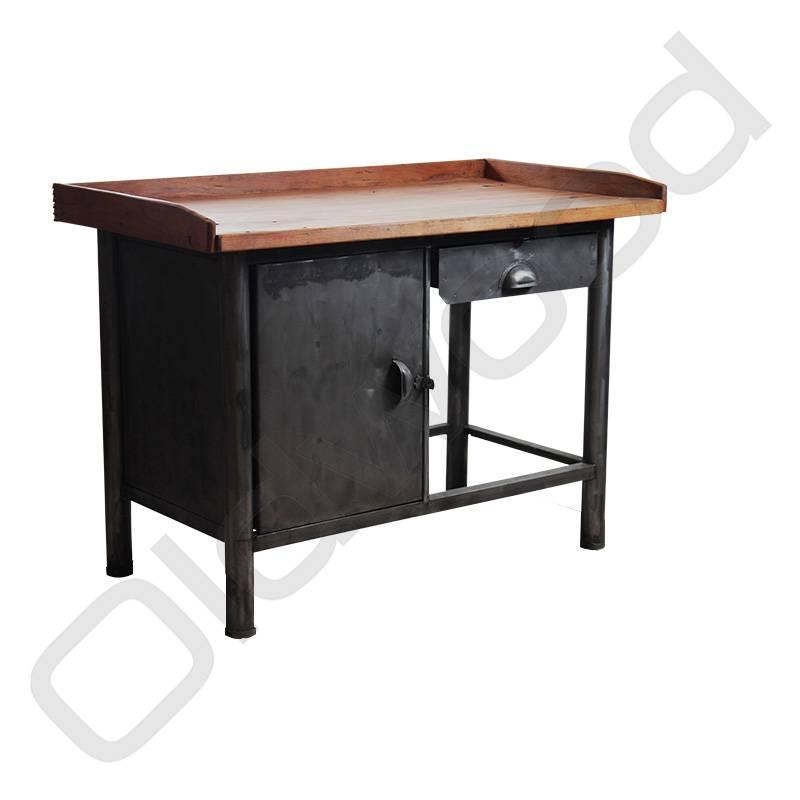 (Verkocht) Industriële werkbank / dressoir