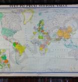 Vintage linnen schoolkaart van de wereld