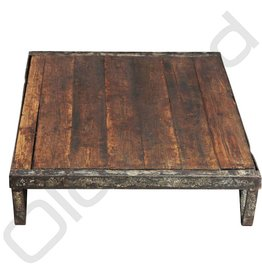 Industriële salontafel van metaal en hout