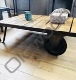 Tafel Industriële houten trolley in de was
