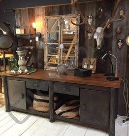 Industrieel meubel Stoer metalen dressoir