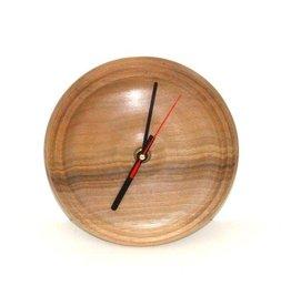 Uhr aus Nussholz