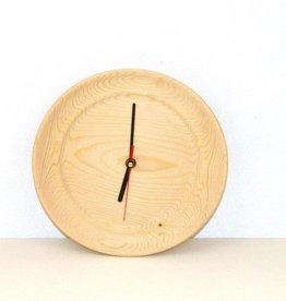 Uhr aus Kiefernholz