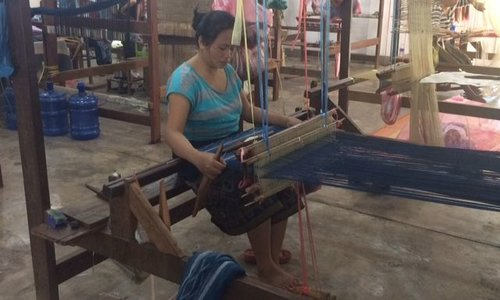 Simone van Boven bij Producenten in Laos