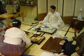Theedrinken in het Japanse gezin
