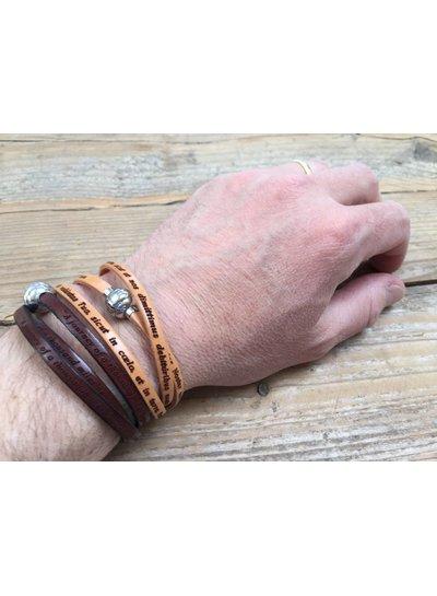 Amen Italiaans lederen armband met het gebed Onze vader in licht bruine kleur