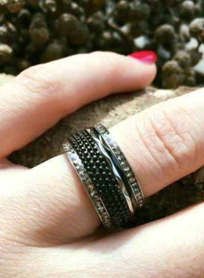iXXXi Jewelry iXXXi Ring 4 mm Kaviaar Zwart -R3801-5