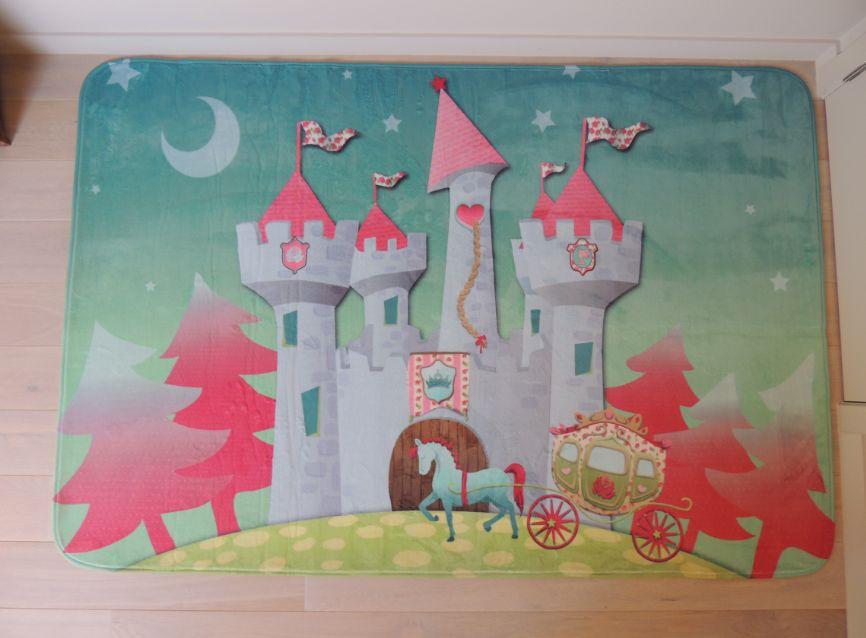 roze vloerkleed ridders meisjeskamer