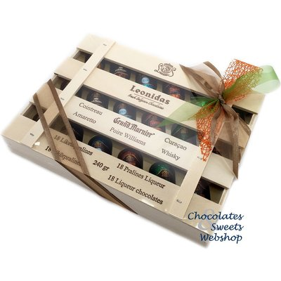 Leonidas Wooden casket 18 chocolates with pure liquor