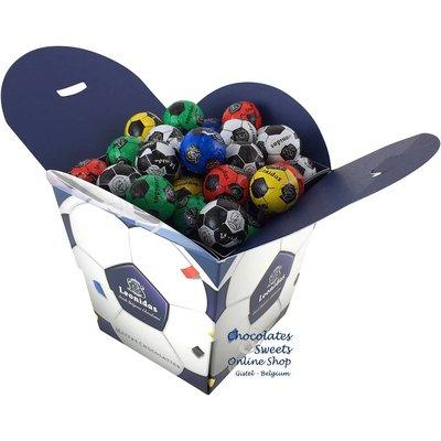 Leonidas Cube avec 64 petits ballons de foot en chocolat