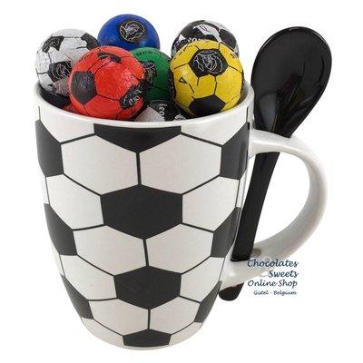 Mok 'Voetbal' met 20 Chocolade Voetballetjes
