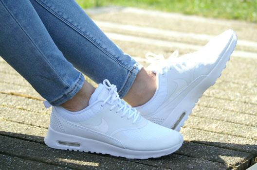 Witte sneakers lente 2015