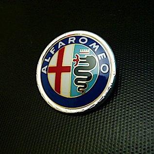 Alfa Romeo Giulia + Berlina 1972 -1978 Emblème avant en plastique verni, 55 mms.