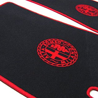 Alfa Romeo Giulietta + Giulia Spider 1955-1965 Floor mat setveloursblack-red Alfa Milano logo/trim