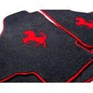 Tapis de sol veloursnoir - cheval + contours rouge Ferrari Mondial 3.4 T Coupe 1988-1993