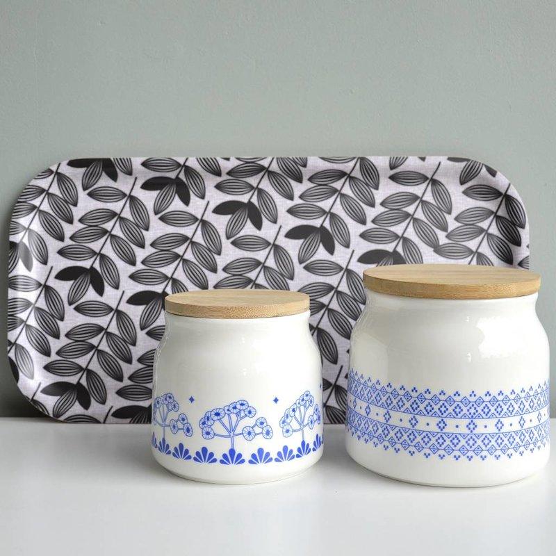 Porseleinen voorraadpot met blauw retro motief