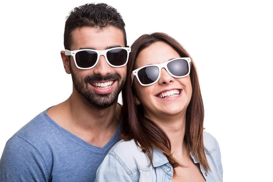 Hoe een overtuigende kopie van een Wayfarerzonnebril aan te schaffen
