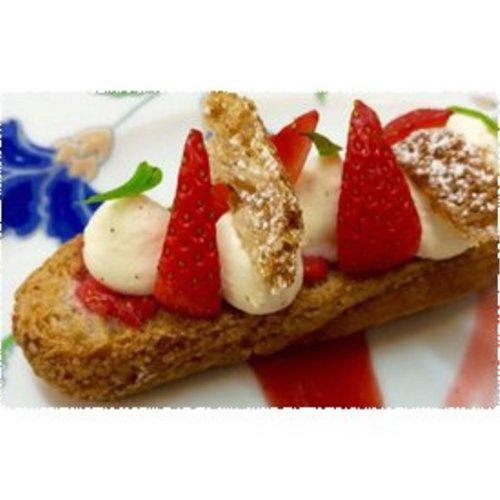 Soezen met vanillecreme en aardbeien