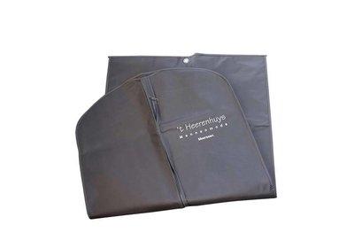 Non Woven kledinghoes bedrukt met uw logo ca.10 werkdagen 9.10